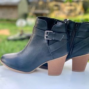 Ladies Ankle Strap Boots Memory Foam Black Shoe